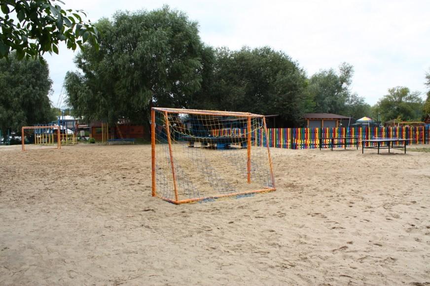 футбольное поле в Рино парке