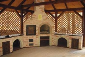 Открытая деревянная беседка с печью из камня